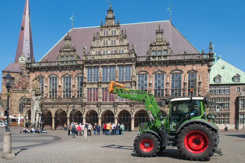 Bremer Rathaus mit Trecker
